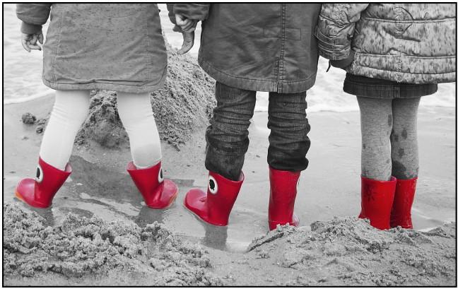 Rode laarsjes voor in de regen