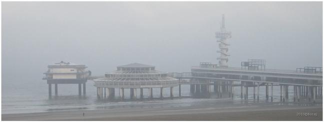 Pier in de mist
