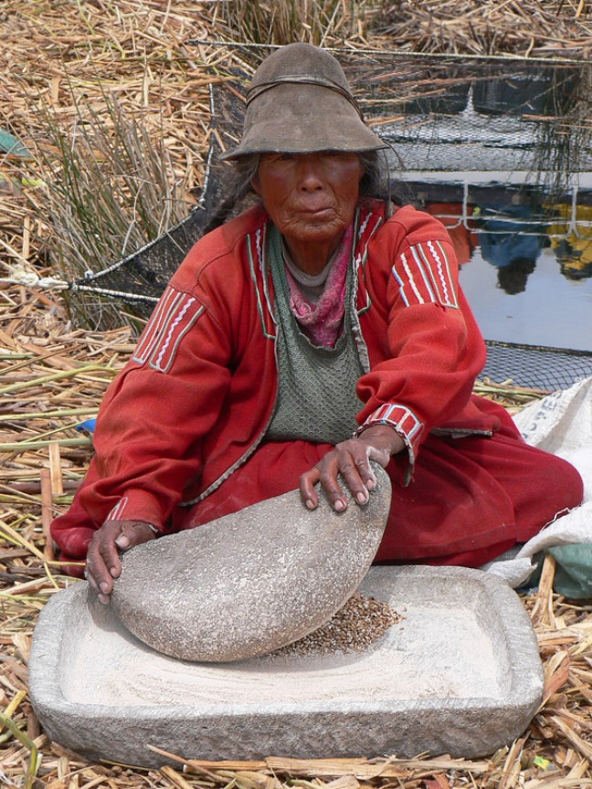 Uros Indiaanse maalt graan
