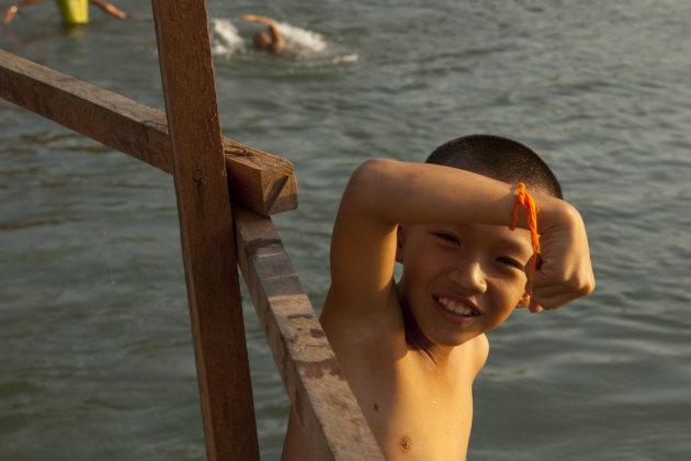 Zwemmen in de rivier bij Vang Vieng