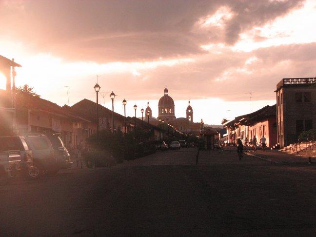 sfeerbeeld van Granada bij ondergaande zon