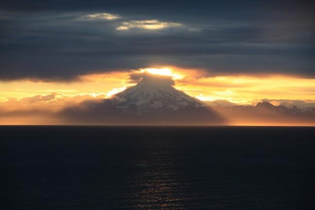 Mount Redoubt bij zonsondergang