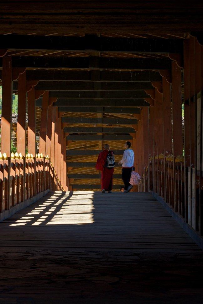 De brug naar de dzong van Punakha