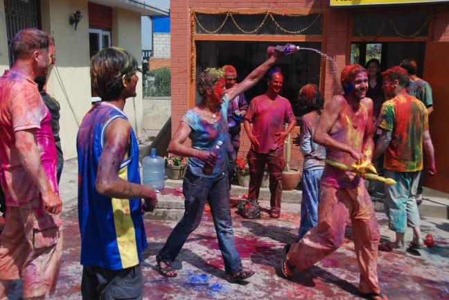 Fagu Purnima - het kleurenfestival