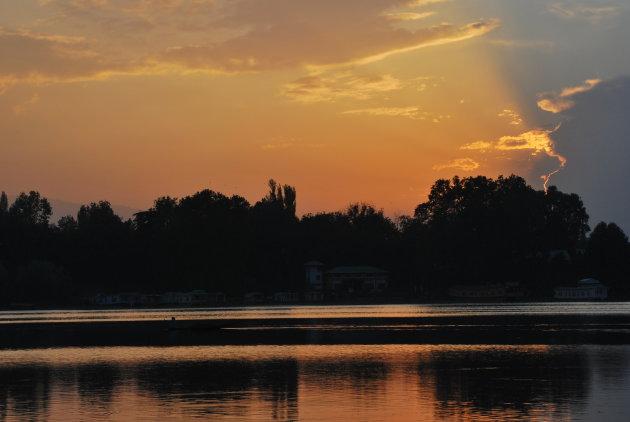 zonsondergang anchar lake