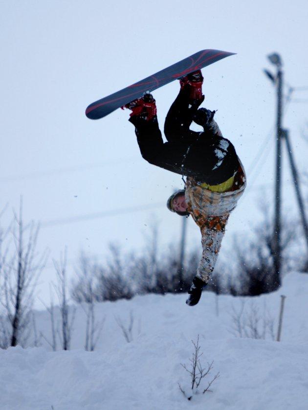 Snowboarder op zijn kop