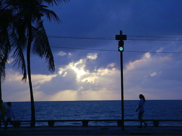 Recife Praia Boa Viagem Opkomende zon geeft bijzonder kleur effect