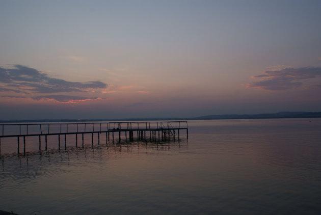 Balatonmeer na zonsondergang