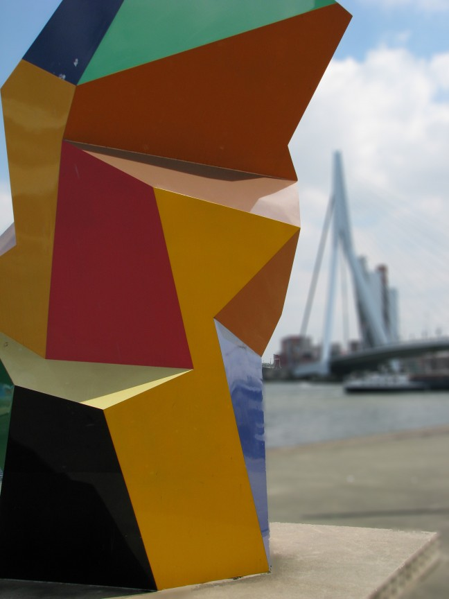 Marathonbeeld bij de Erasmusbrug