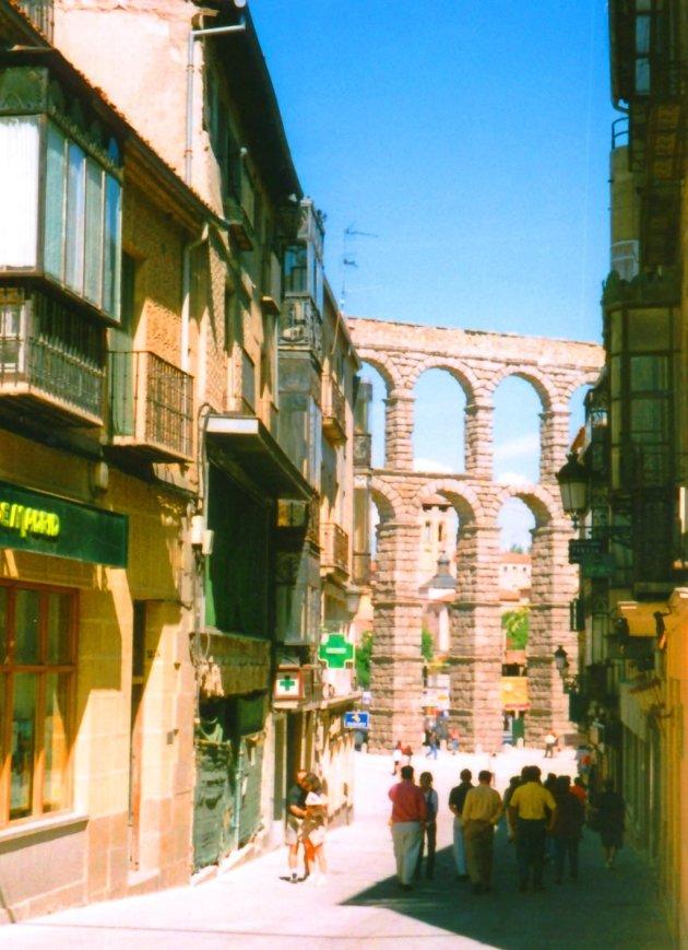 Het oude Romeinse aquaduct van Segovia !!