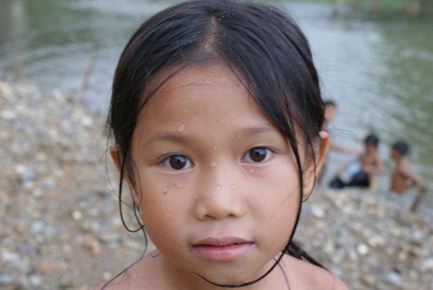 meisje in Vang Vieng