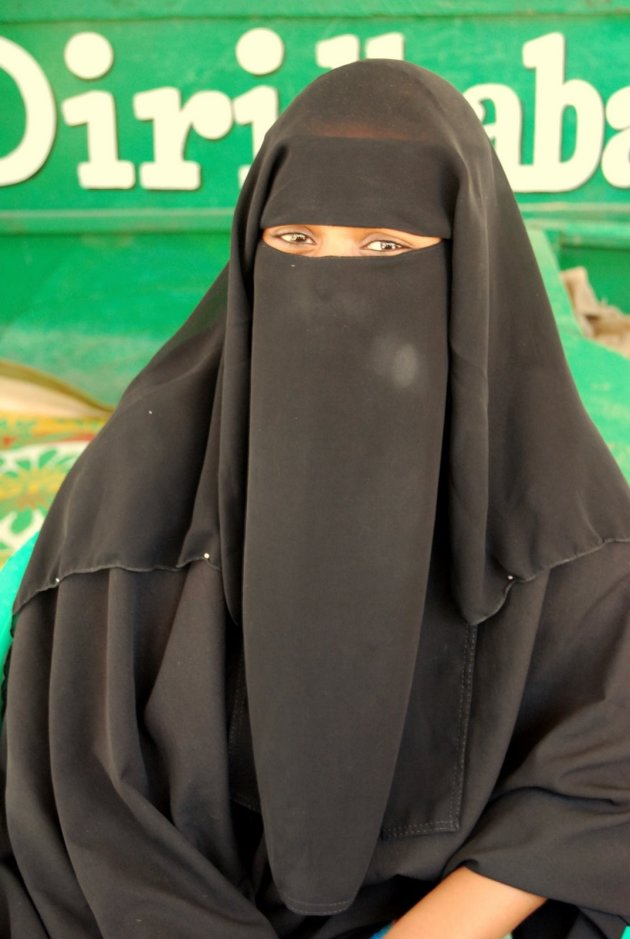 Gesluierde vrouw in Somalieland