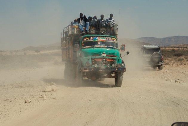 Personen vervoer door de woestijn