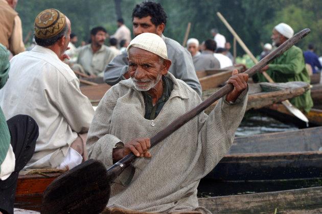groentemarkt op het Dal Lake bij Srinagar