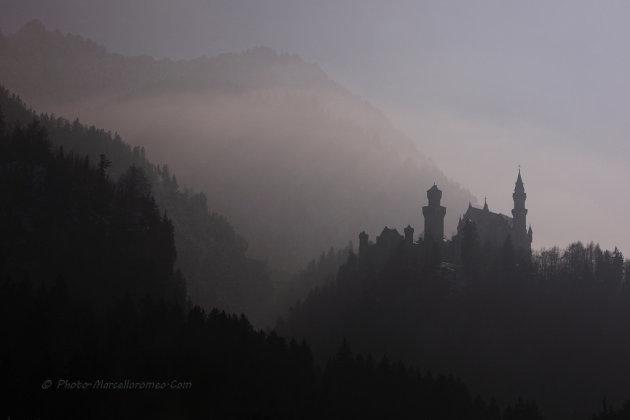 Slot Neuschwanstein in dikke mist en tegenlicht...