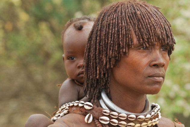 Ethiopische ogen, Hamar, moeder met kind
