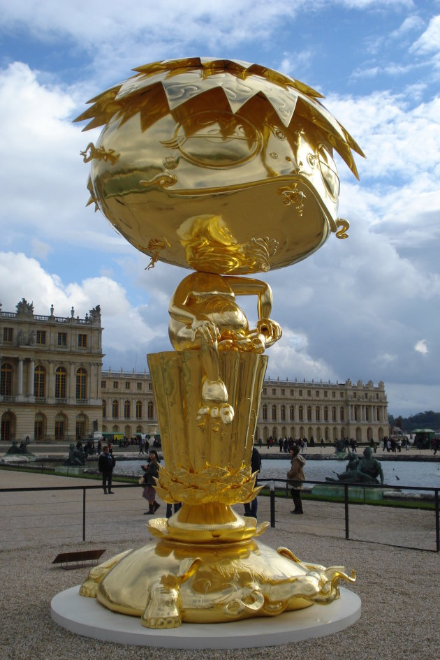 Versailles Oval Buddha Gold van Takashi Murakami