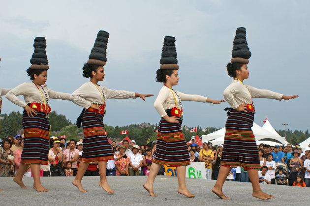 The Binasuan Dance, the skill of balancing