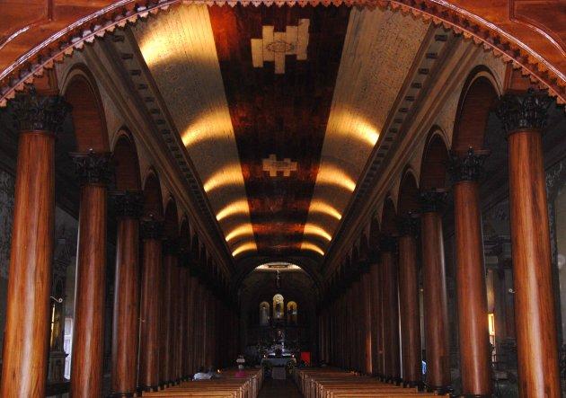 Binnenin de kerk van Suchitoto