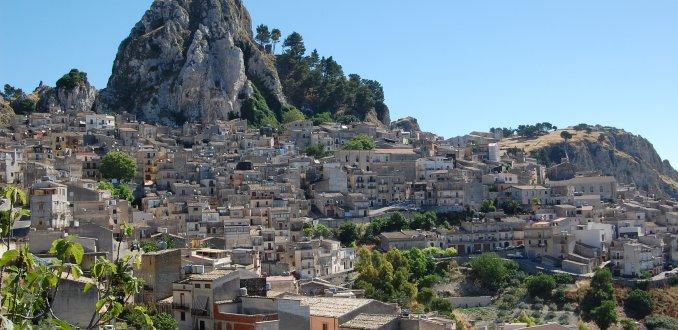 een dorp uit de rotsen
