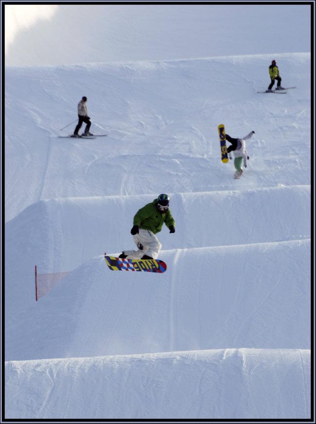 Snowboarders in actie