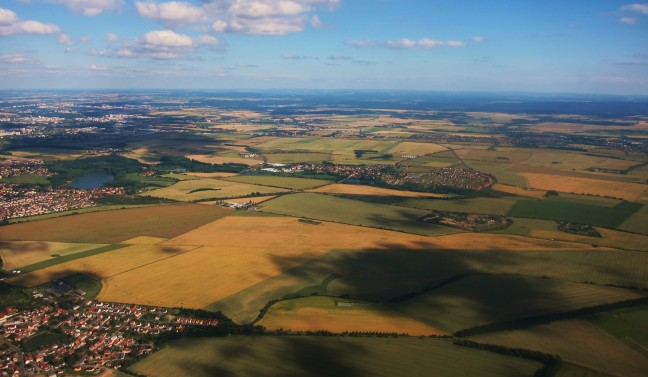 De aarde vanuit een vliegtuig