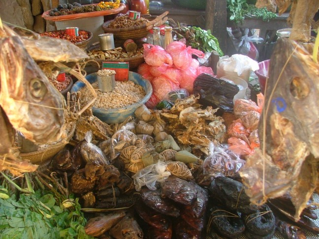 Markt in buitenwijk van Lagos