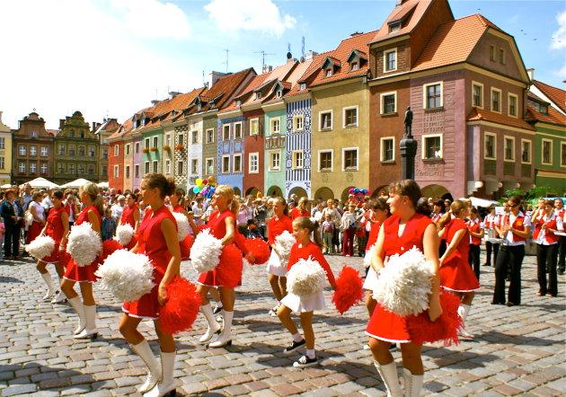 Zomermaanden in het centrum van Poznan.