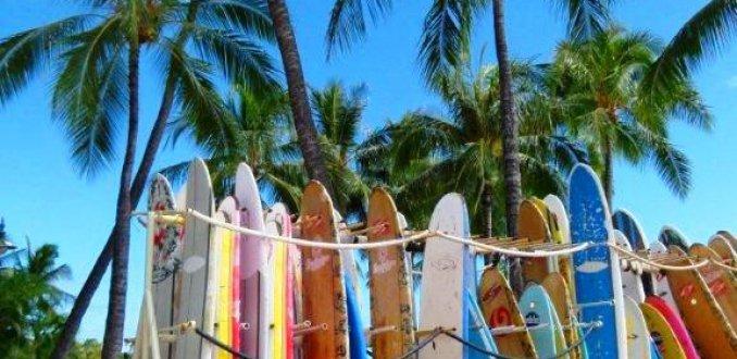Surfplanken bij Waikiki Beach