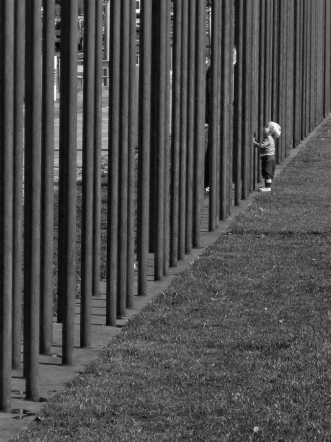 Een kind en een monument
