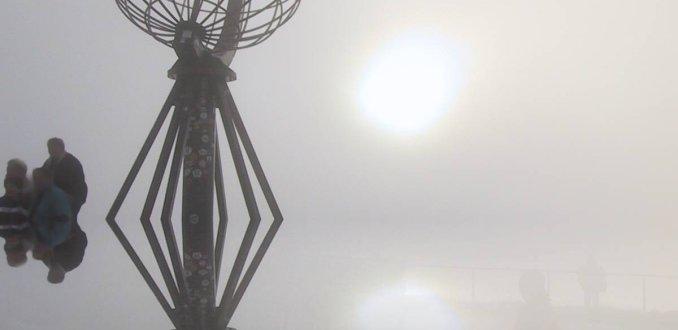De zonnewijzer op de Noordkaap.
