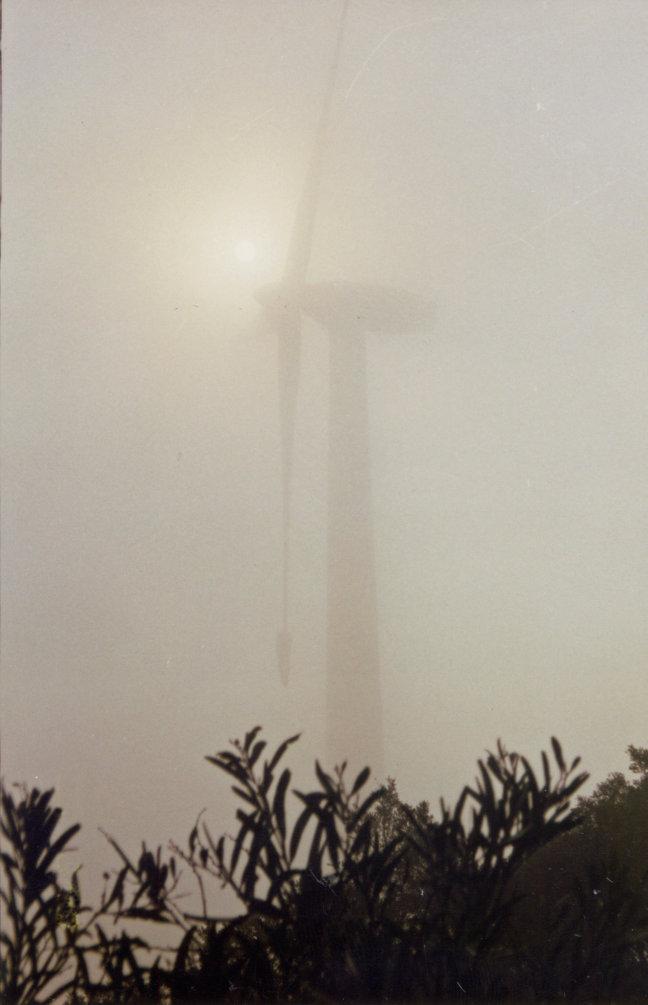 Windmolen in de mist