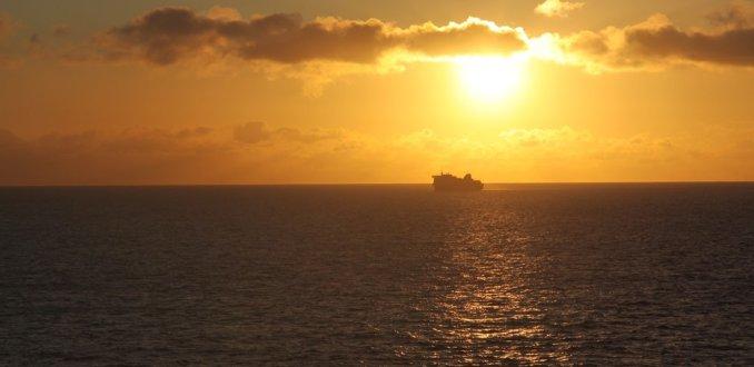 Zonsopgang op de noordzee bij de Engelse kust