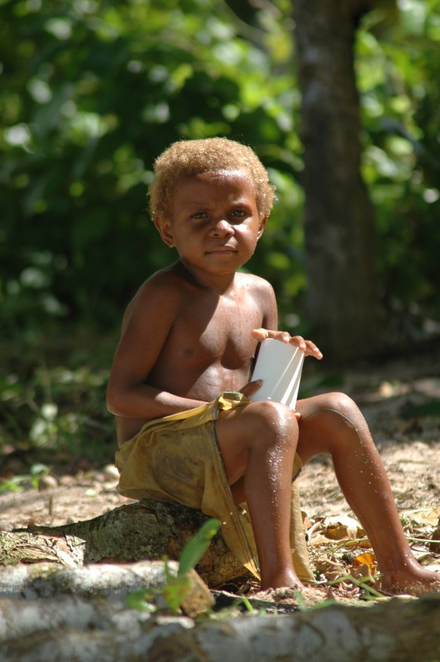 Typerende Melanesische look met blonde haren
