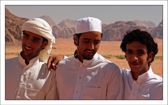 Drie vrienden in de woestijn
