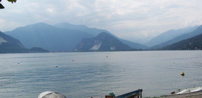 Het prachtige, rustgevende, lago maggiore