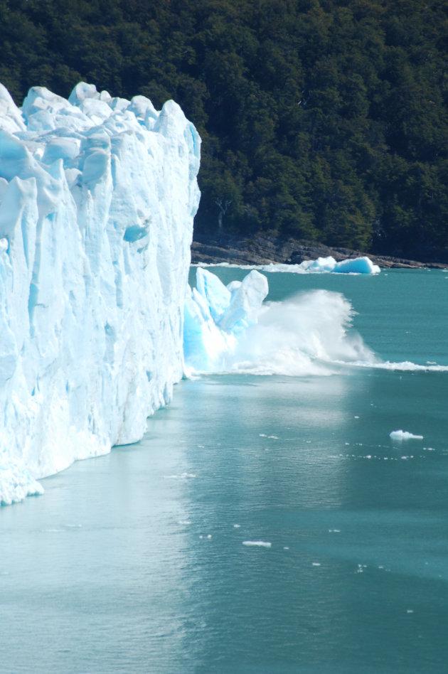 Perito Moreno laat een brok vallen