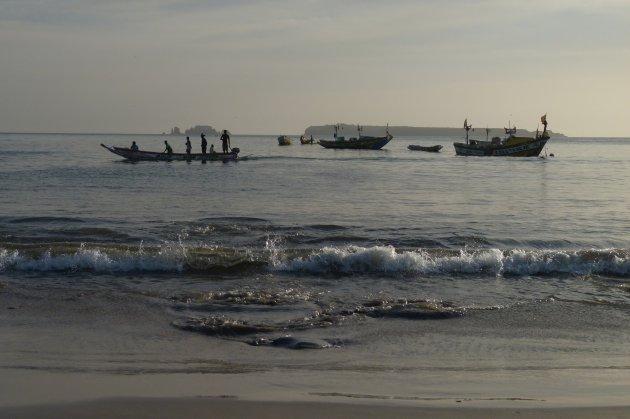 Vissers voor de kust bij Dakar