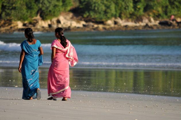 Indiase jonge vrouwen in Saree's