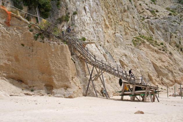 De trap naar het strand van Egremni Beach, Lefkas, Griekenland