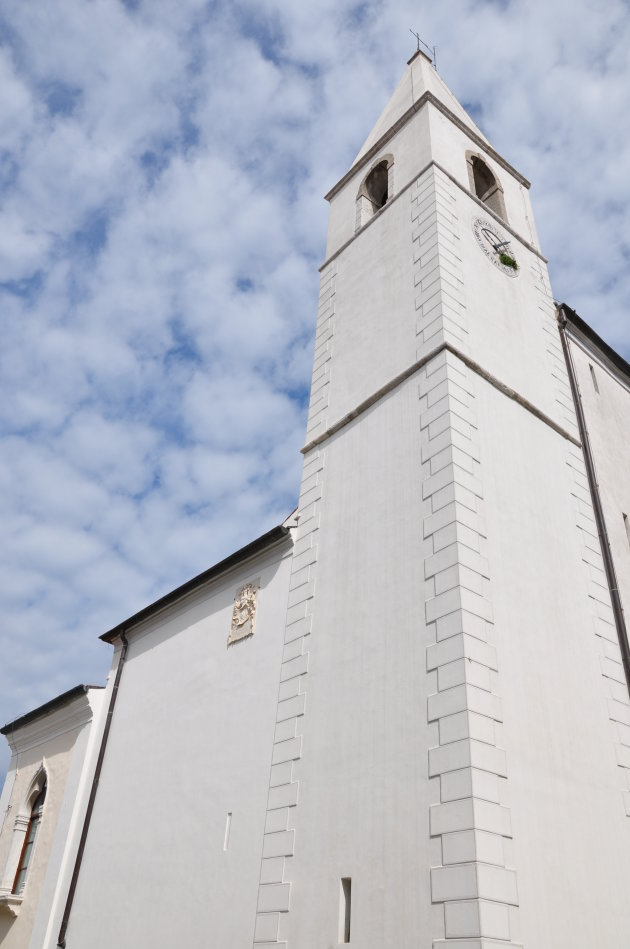 wolkenzee langs kerktoren