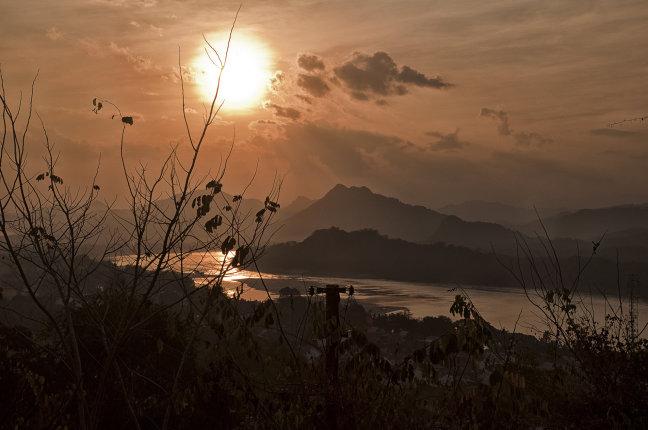 zonsondergang boven de mekong