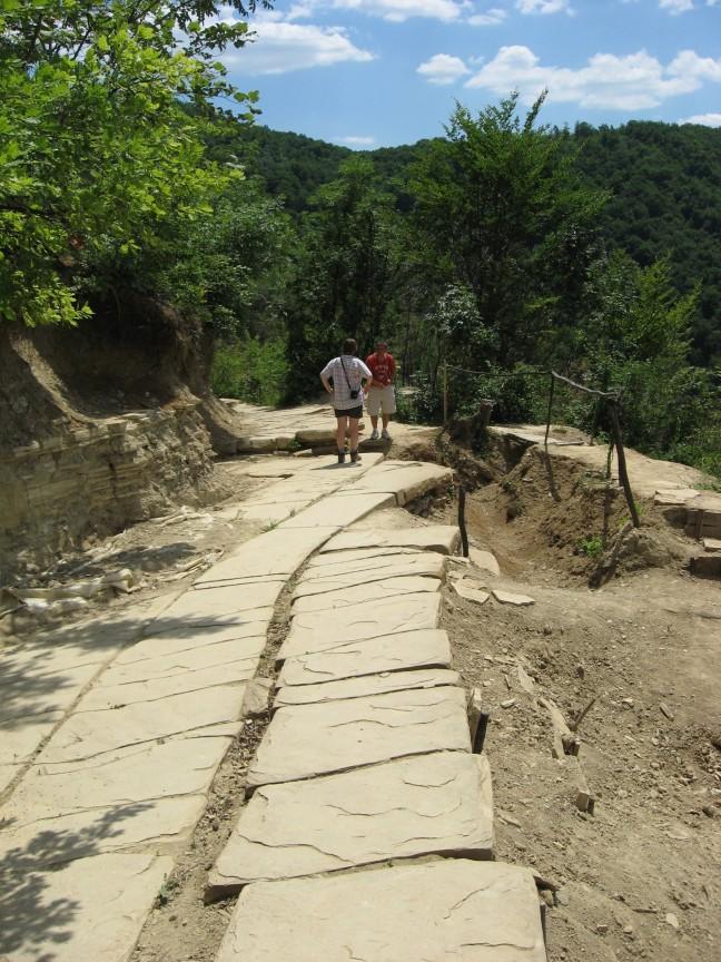 Door vrijwilligers blootgelegd terras' op de Pyramide of the Moon