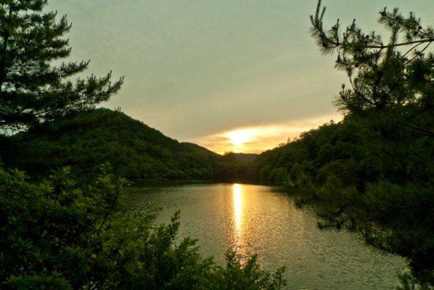 lake close to kyoto