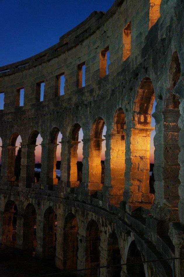 Het amfitheater van Pula bij zonsondergang