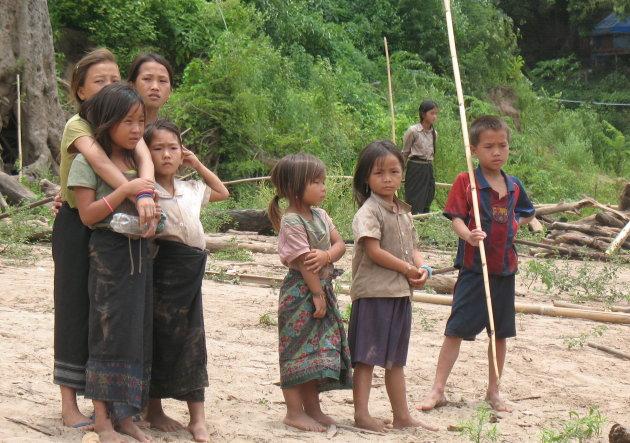 meisjes aan de oever van de Mekong