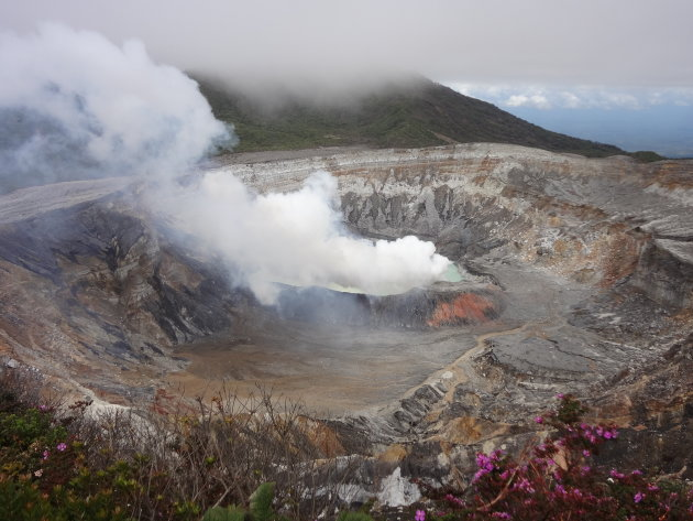 Rokende Poas Volcano in Costa Rica.