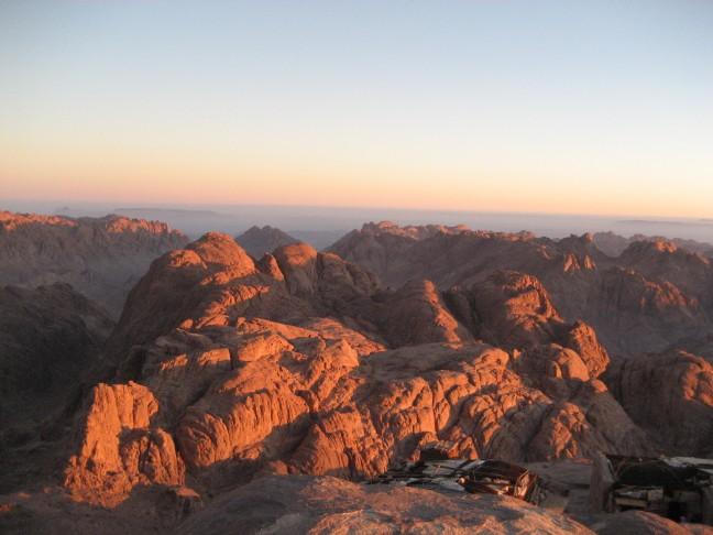 Opkomst van de zon gezien vanaf de berg waar Mohammed de tien geboden in ontvangst nam.