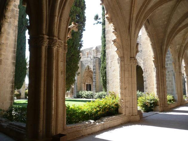 Losbandig klooster