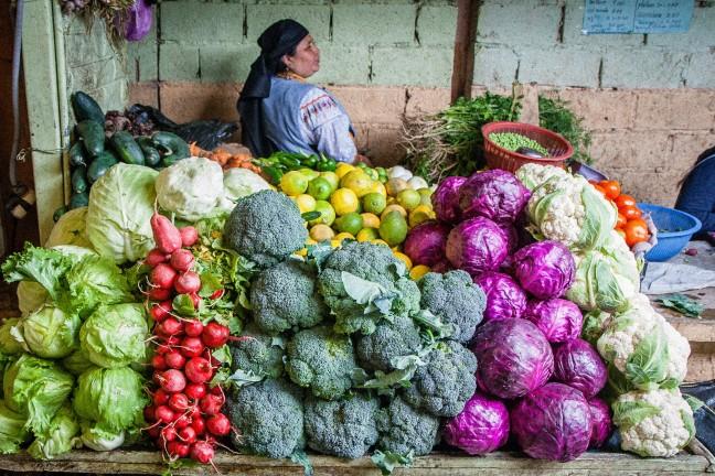 Kleurige marktkraam